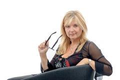 Porträt der schönen reifen Frau mit Brillen Lizenzfreies Stockfoto