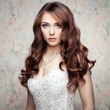 Porträt der schönen sinnlichen Frau Stockbild
