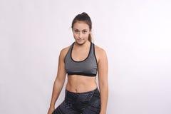 Porträt der schöner und des Athleten jungen Frau Stockfoto