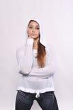 Porträt der schöner und des Athleten jungen Frau Stockfotografie