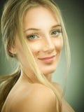 Porträt der Schönheit mit Sommersprossen Lizenzfreies Stockbild