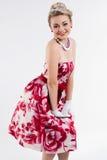 Porträt der stilvollen Frau in einem Weinlesekleid stockfoto