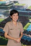 Porträt der thailändischen parlamentarischen Offizieruniformfrau Lizenzfreie Stockfotos