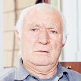 Porträt des älteren hoary Mannes stockbild
