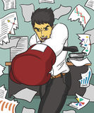 Porträt des überzeugten Geschäftsmannes in den roten Boxhandschuhen, die gegen schwarzen Hintergrund stehen Stockfotos