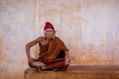 Porträt des alten Mönchs Stockfotos