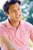 Porträt des asiatischen Mannes in der Landschaft stockfoto