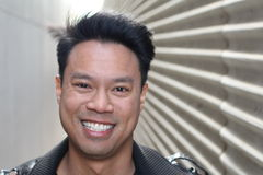 Porträt des asiatischen Mannes mit copyspace auf dem Recht Lizenzfreie Stockfotografie