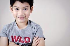 Porträt des asiatischen netten Jungen stockbild