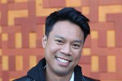 Porträt des asiatischen thailändischen männlichen Lächelns Stockfotos