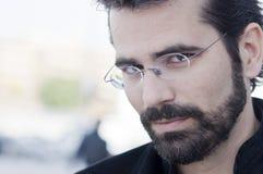 Porträt des attraktiven erwachsenen Mannes mit Bart lizenzfreie stockbilder