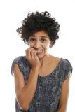 Porträt des betonten beißenden Fingernagels der Frau Lizenzfreie Stockbilder