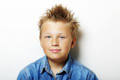 Porträt des blonden jungen Jugendlichen Stockbild