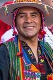 Porträt des bolivianischen Mannes im traditionellen nationalen Volkskostüm stockbilder