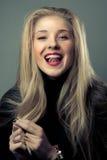 Porträt des emotionalen blonden Mädchens Lizenzfreie Stockfotografie