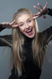 Porträt des emotionalen blonden Mädchens Lizenzfreie Stockbilder