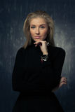Porträt des emotionalen blonden Mädchens Lizenzfreies Stockfoto