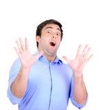 Porträt des erschrockenen jungen Mannes lokalisiert auf Weiß Lizenzfreie Stockfotografie