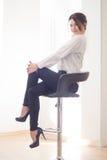 Porträt des Frauenmanagers auf weißem Hintergrund Stockfoto