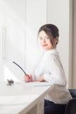 Porträt des Frauenmanagers auf weißem Hintergrund Stockfotos