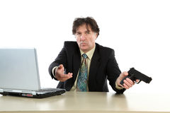 Porträt des Geschäftsmann-With Gun Over-Weiß-Hintergrundes Stockfotos
