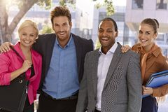 Porträt des glücklichen businessteam draußen Stockfotos