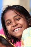 Porträt des glücklichen Dorfindermädchens Stockfotos
