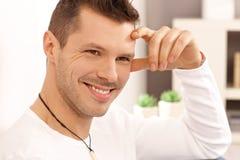 Porträt des glücklichen jungen Mannes Lizenzfreie Stockbilder
