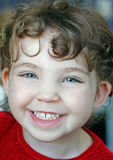 Porträt des glücklichen Kindes, lachendes Mädchen stockbilder