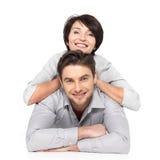 Porträt des glücklichen Paars getrennt auf Weiß Stockfoto