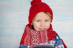 Porträt des glückliches Weihnachtsjungen Stockbild