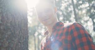 Porträt des gutaussehenden Mannes über grüner Natur stock video footage