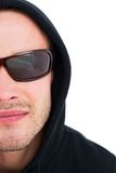 Porträt des Hackers in der Haube mit Sonnenbrille Stockfotos