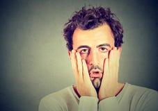 Porträt des hoffnungslosen unglücklichen Mannes Lizenzfreies Stockbild