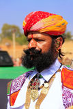 Porträt des indischen Mannes teilnehmend an Wettbewerb Herrn Desert, Jai Stockfotos