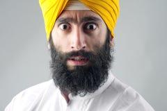 Porträt des indischen Sikhmannes mit buschigem Bart Stockfoto