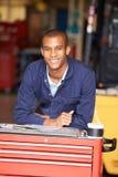 Porträt des Ingenieurs Standing In Factory Lizenzfreie Stockbilder