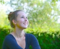 Porträt des Jugendlichen in einer Natur Stockbilder