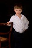 Porträt des Jungen auf einem schwarzen Hintergrund Lizenzfreies Stockbild