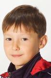 Porträt des jungen glücklichen Jungen Stockfoto