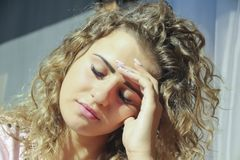 Porträt des jungen Mädchens niedergedrückt Stockfoto