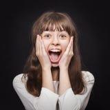 Porträt des jungen Mädchens sehr emotional entgegenkommend Überraschung stockfotos
