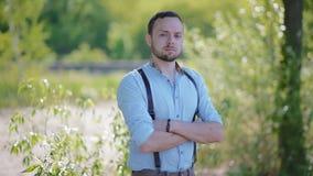 Porträt des jungen Mannes stock video