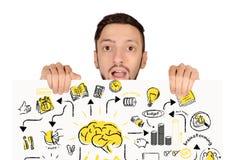 Porträt des jungen Mannes Brett mit Strategieskizze halten stockfotografie