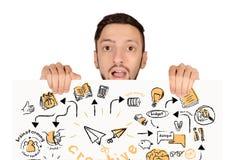 Porträt des jungen Mannes Brett mit Strategieskizze halten stockbilder