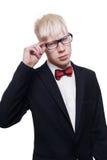 Porträt des jungen Mannes des Albinos in den Brillen und Klage lokalisiert Lizenzfreie Stockfotos