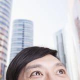 Porträt des jungen Mannes, halbes Gesicht, oben schauend in Peking Lizenzfreie Stockbilder