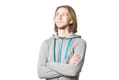Porträt des jungen Mannes mit dem langen blonden Haar Stockfotografie
