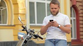Porträt des jungen Mannes sitzend auf Roller stock footage