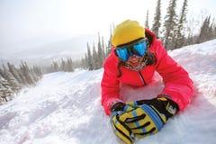 Porträt des jungen Snowboardermädchens Stockbild